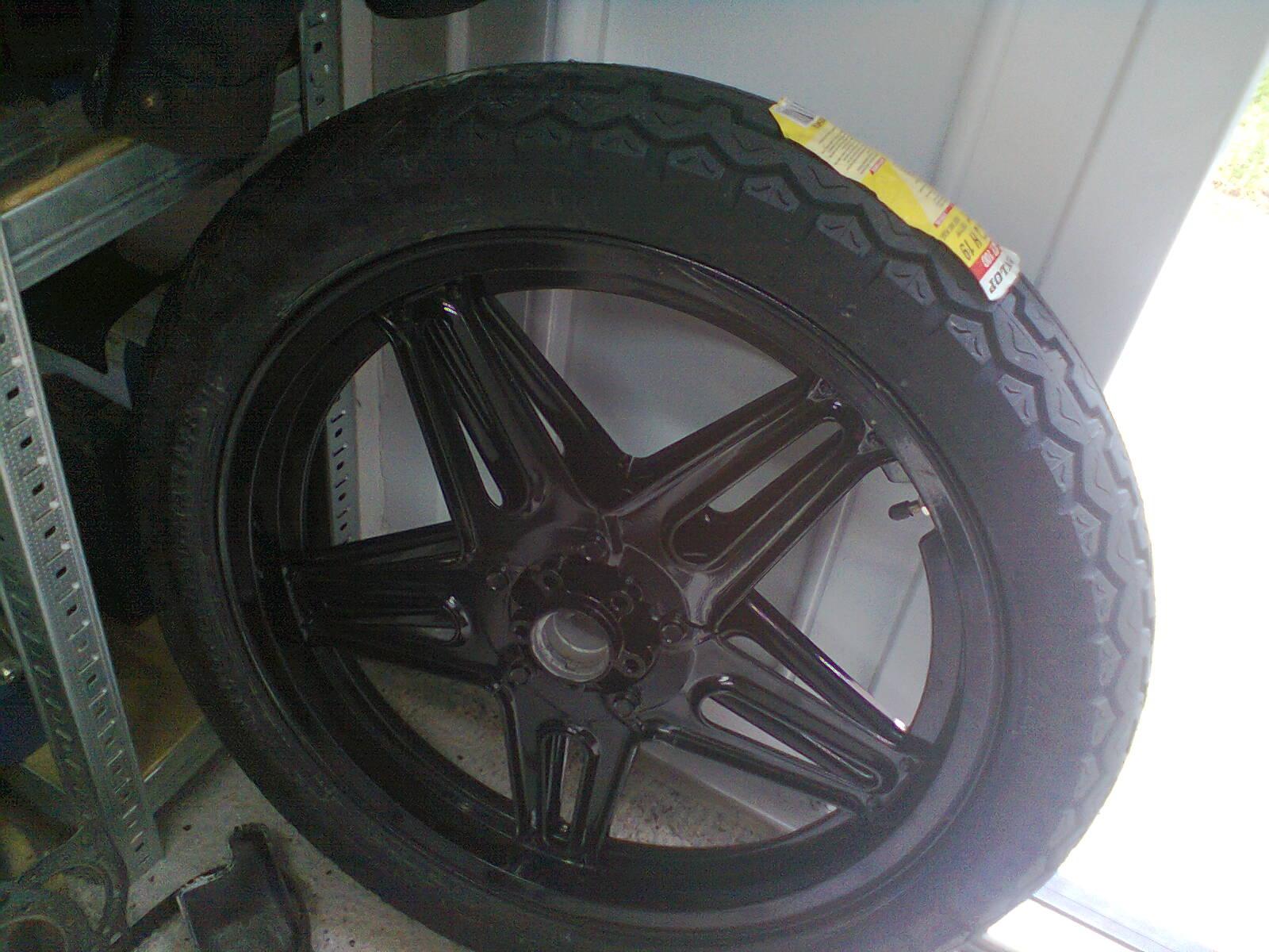 GL1100 progress – wheels and tires ready