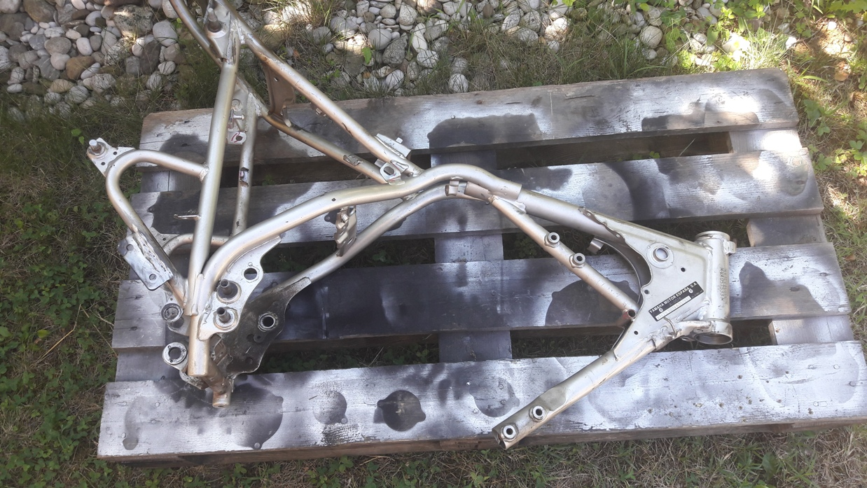SR250 frame ready for blasting and powdercoating